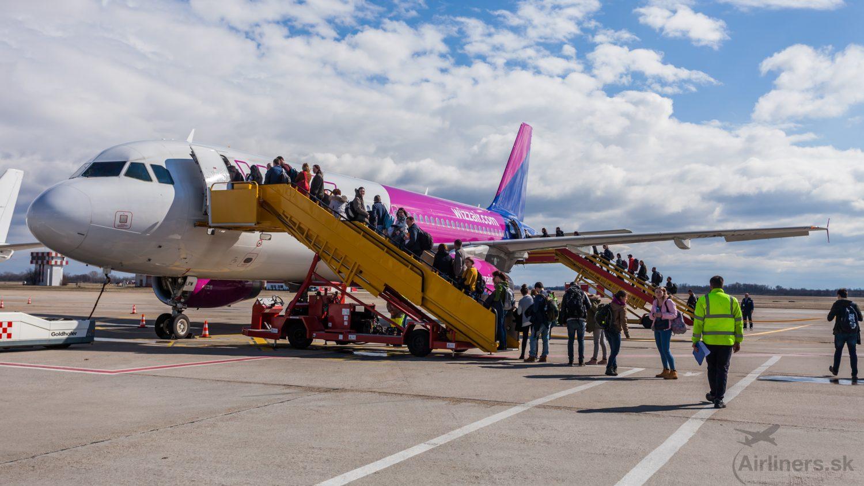 Airbusu A320 HA-LPW na linke WizzAiru Bratislava-Kluž