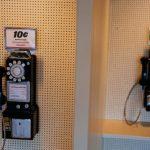 Historické mincové telefóny (c)Kevin Hagen/Getty Images