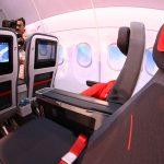Prémiová turisticVzdialenosť medzi sedadlami je až 97 cm (c) Austrianwings.info