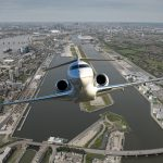 Bombardier opúšťajúci letisko London City