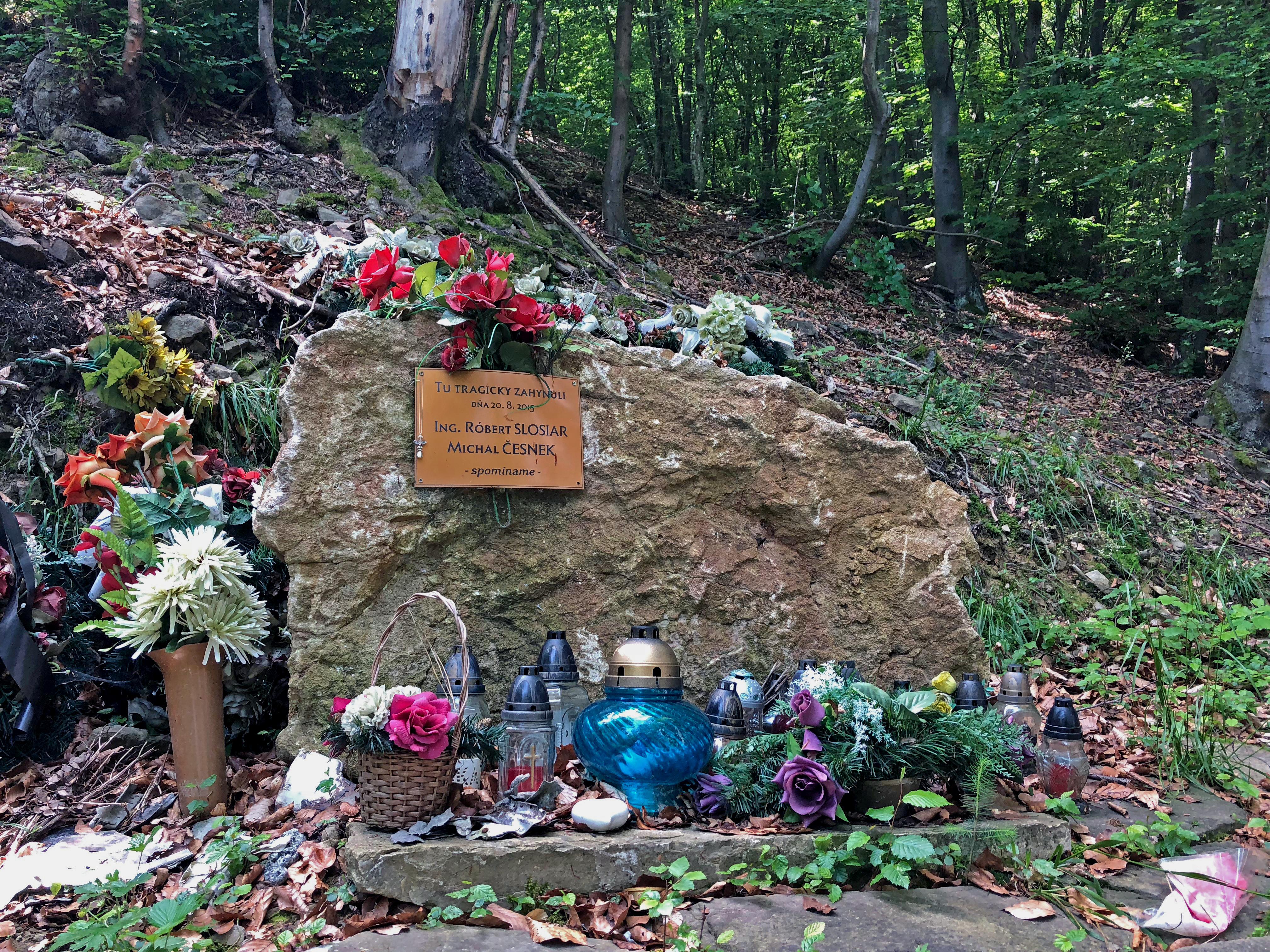 pamätník OM-SAB (Robo Slosiar, Mišo Česnek)