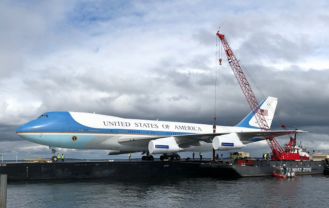 Replika Air Force One (c) Childen Democracy Project