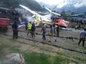 Nehoda L-410 na letisku v Lukle (c)thehimalayantimes.com