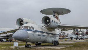 AWACS Antonov An-71, radar je netradične umiestnený na konci smerového krídla.