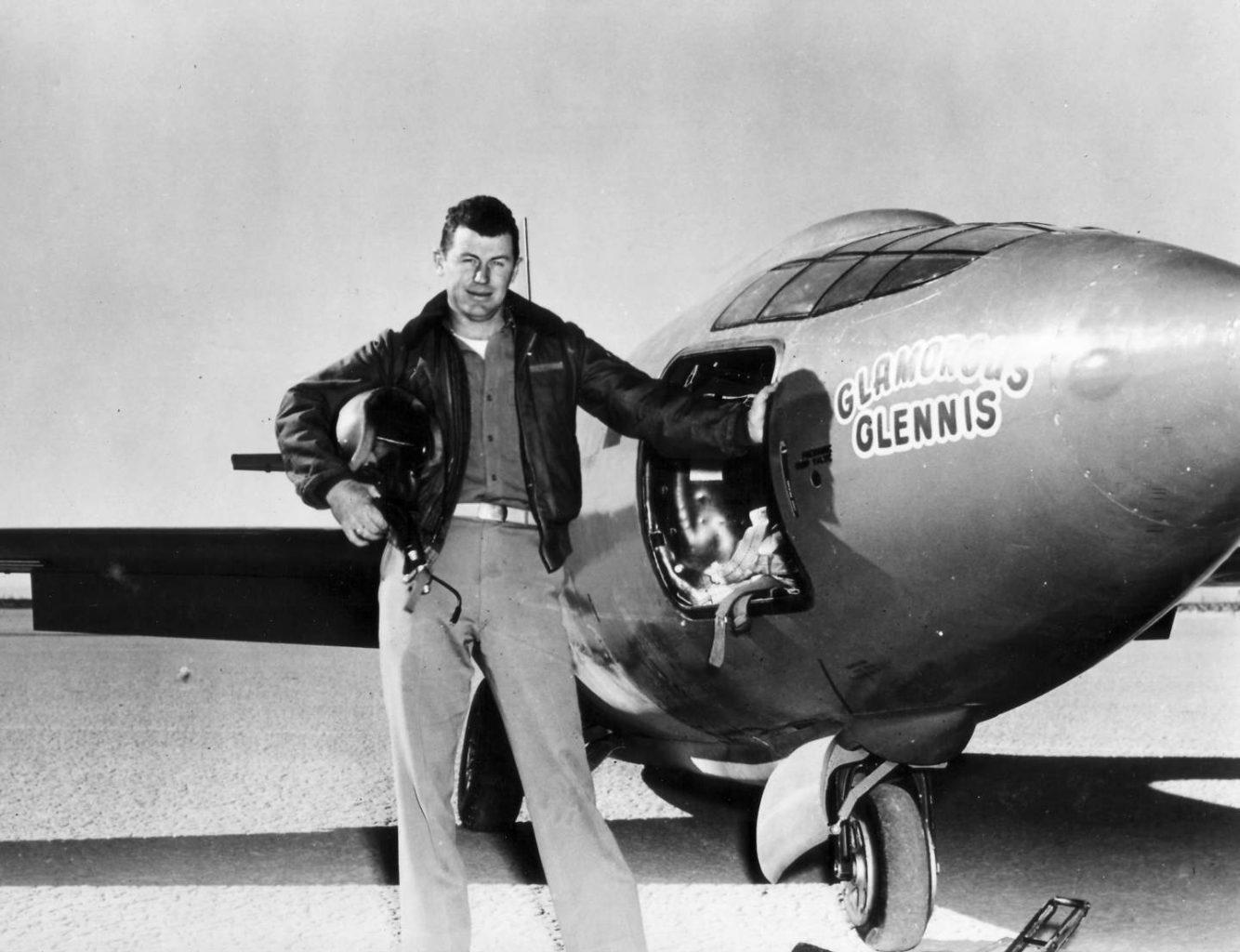 Chuck Yeager a lietadlo Bell X-1 (c)airandspace.si.edu