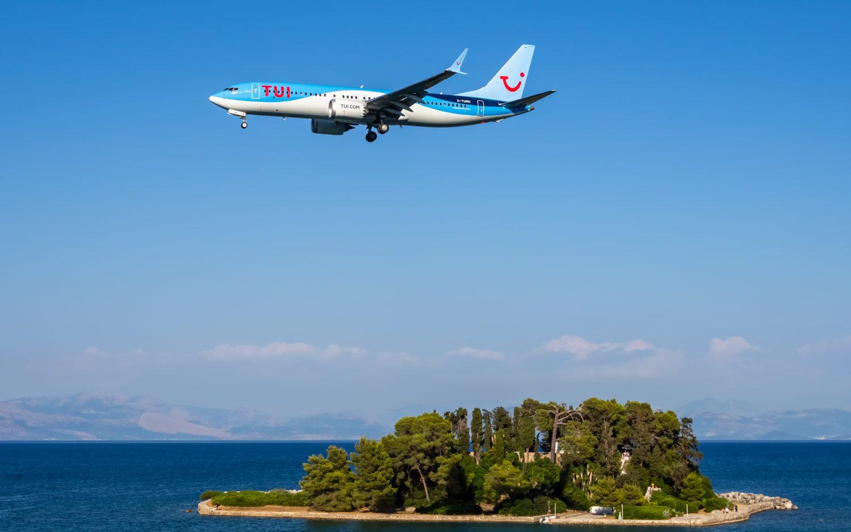 MAX spoločnosti TUI nad ostrovčekom Pontikonisi