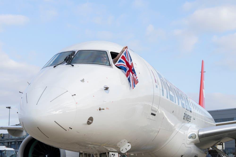 Embraer E190-E2 na letisku London City (c)Helvetic Airways